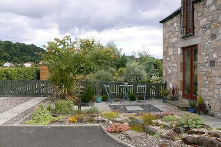 Garden View Studio Apartment - Stirling - Flat