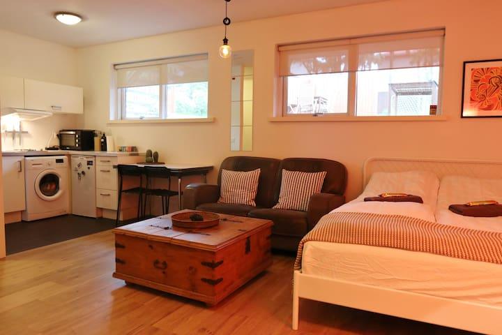 Nice studio apartment near the city centre!