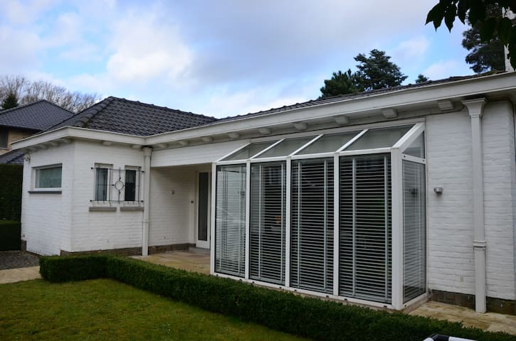 Zonnige bungalow - เกนต์