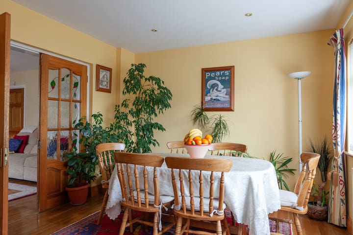 Breakfast Dining Room. Enjoy tea/coffee toast and home made brown bread each morning.