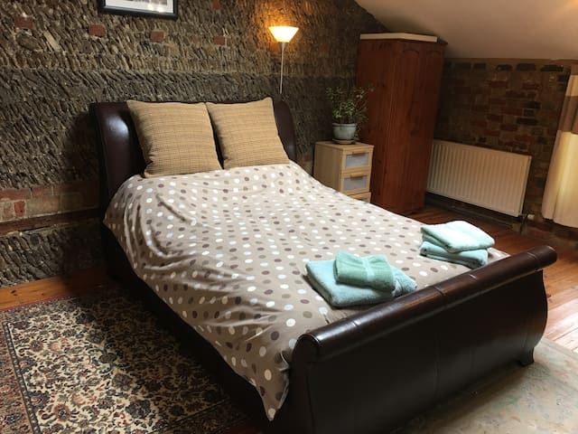 Private accommodation with own bathroom & access - Potton - Other