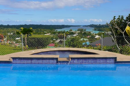 Family-friendly home with great pool and view - Port Vila - House