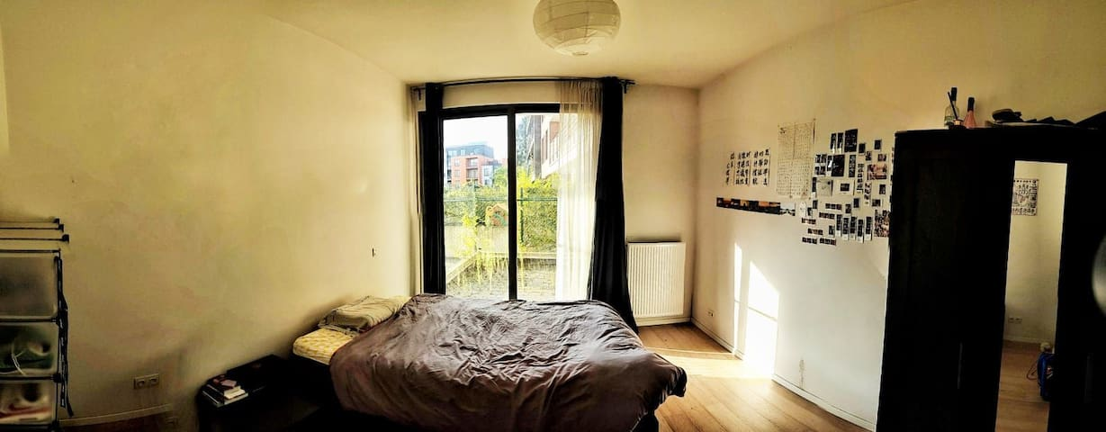 Nice bedroom with private bathroom in a big flat