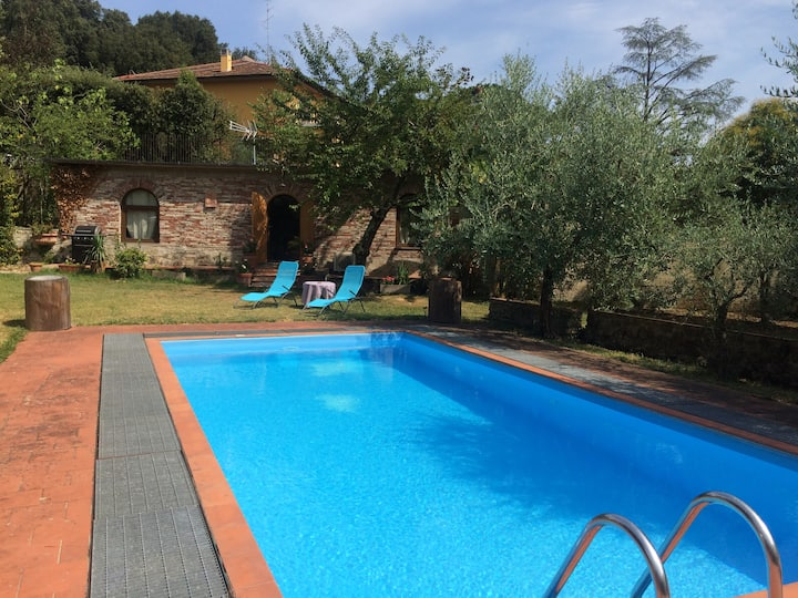 LUXURY COTTAGE in Florence with SWIMMING POOL
