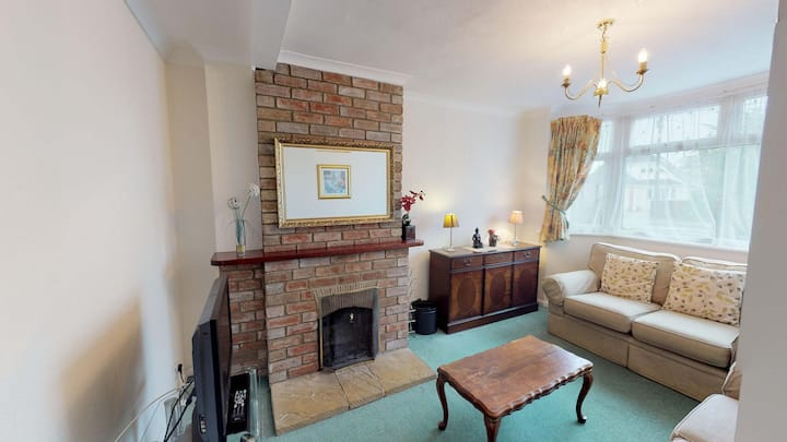 Spacious home near Oxford and Culham sleeps 5