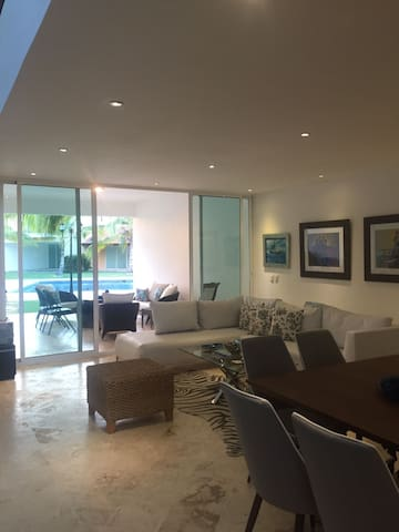 New 3bd Villa in La Estancia - DO - Huis