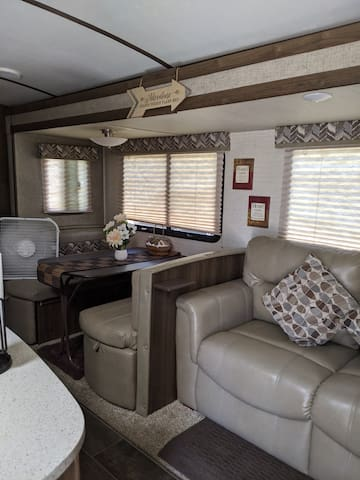 BEAUTIFUL TRAVEL TRAILER!!DECEMBER SPECIAL! ask me