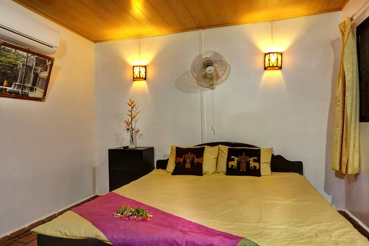 MADAM OM'S HOME STAY - DOUBLE BED ( GARDEN VIEW) - Siem Reap Province - Casa