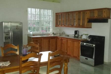 Luxurious  Caribbean Guesthouse - close to beach - Calibishie - 独立屋
