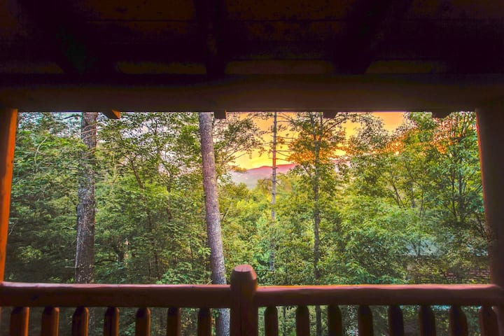10 Min 2 Pigeon Forge Pkwy/Gorgeous Cabin/Hot Tub
