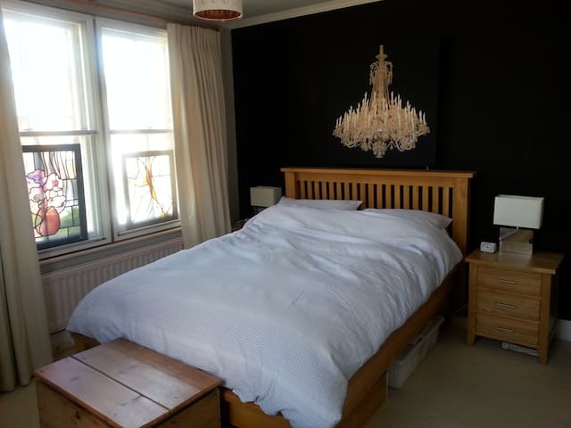 Pretty Double Room near Gatwick - Reigate - Dům