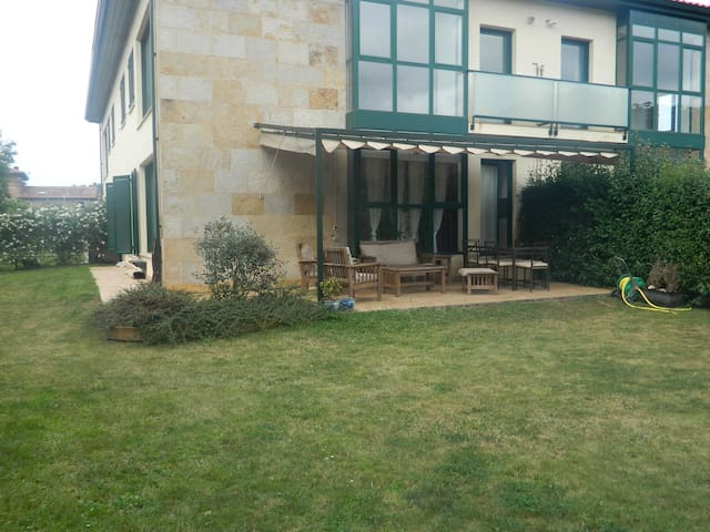 Casa con exclusivo jardín