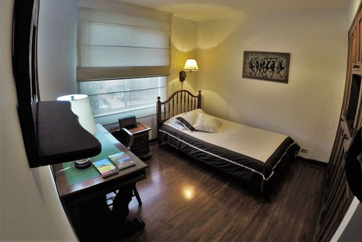 Cozy single Room with private Bathroom. - Bogotá - Lejlighed
