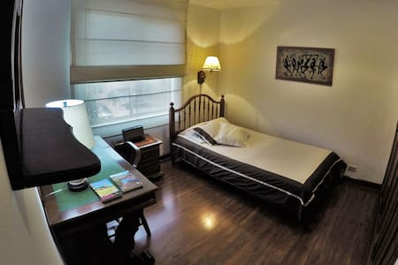 Cozy single Room with private Bathroom. - Daire