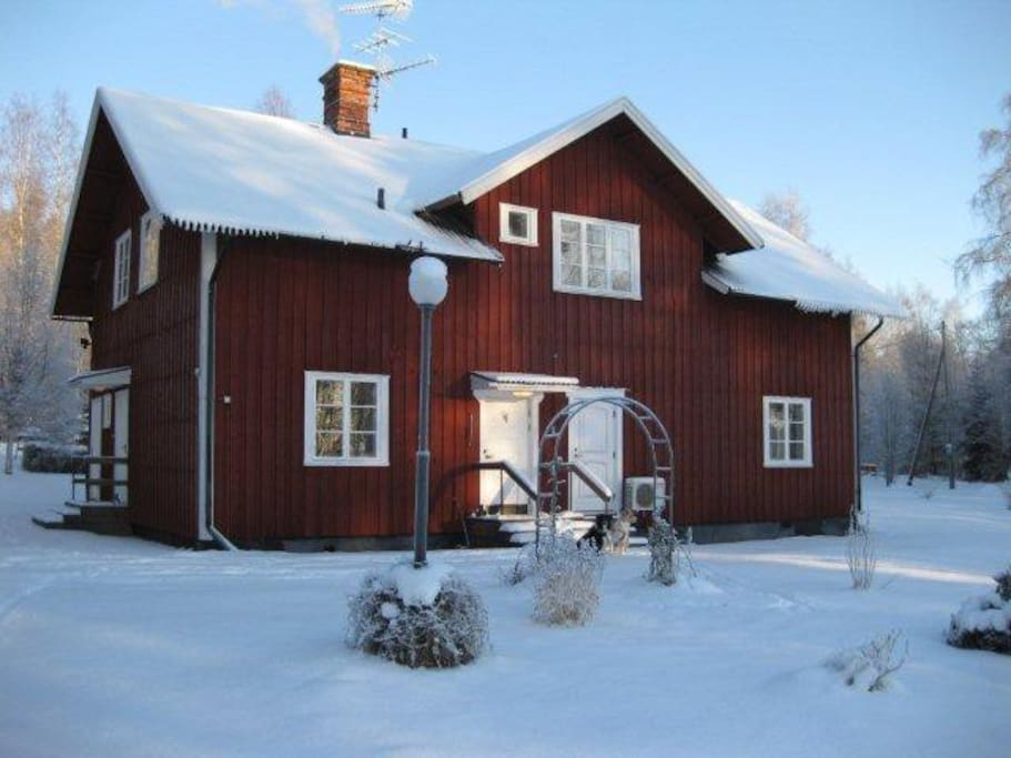 Rear view in winter. The house is on a quiet road - vital to access the local ski resorts Säfsen and Romme