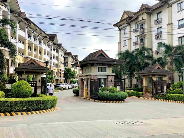 2BR Condo with up to 50mbps wifi and cable TV