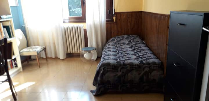 Single room in 90 sm apartment