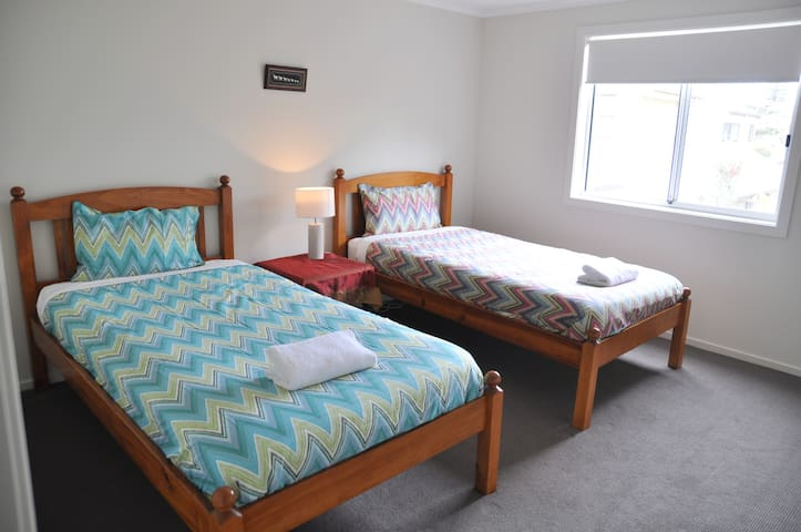 bedroom 2 with king singles