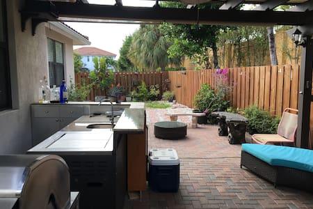 cozy place 4min to dolphin mall - 마이애미(Miami) - 단독주택