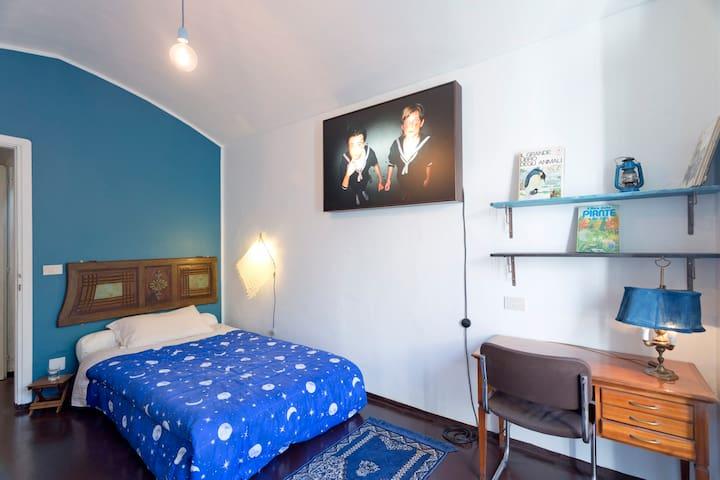 Blue room in condominio-museo