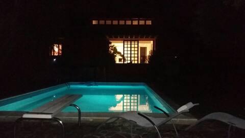 带泳池的Serendipity别墅