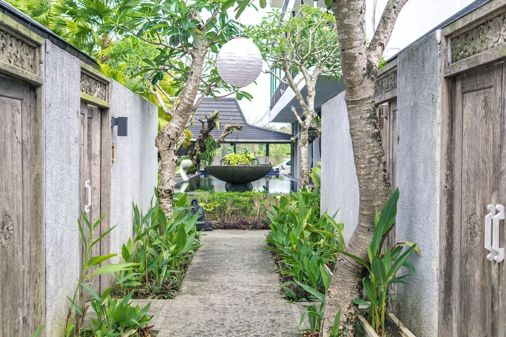 Blissful alley connecting your comfy bungalow with the common space