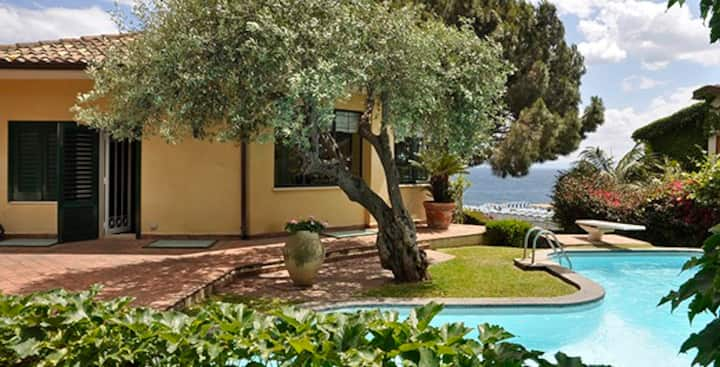 Holidays & Sea Luxury Villa Aci Castello