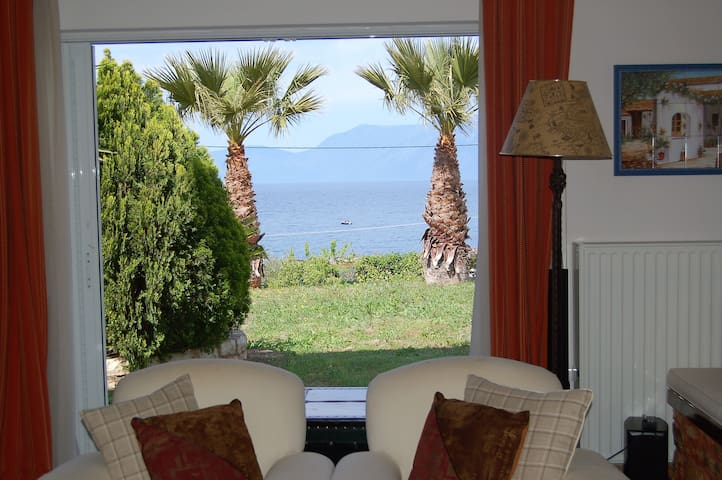 Waterfront house w/2bdrm nearby Alikes - Chalkida - Anthidona - Casa