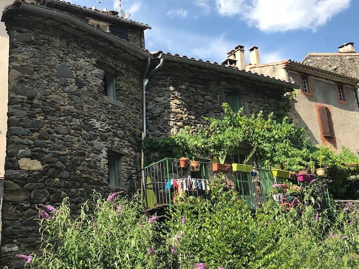 Petite maison cévenole au bord de l'Hérault