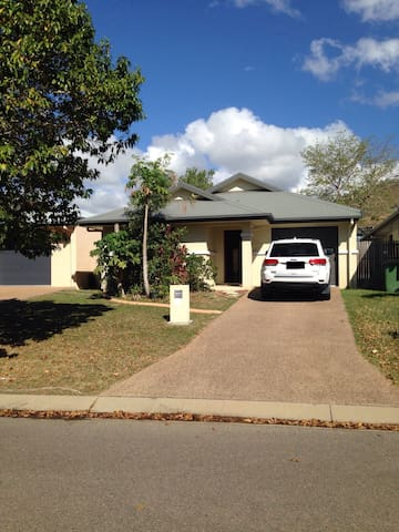 Cosy place with private bathroom - Townsville - Huis