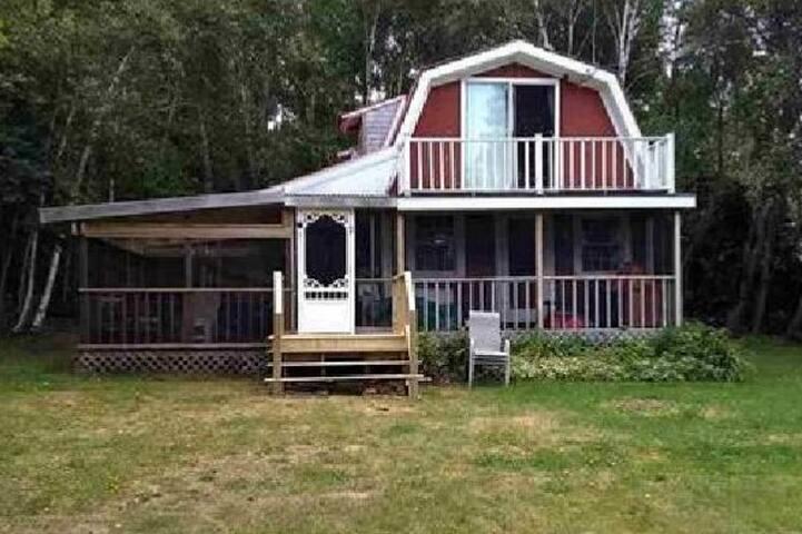 MarCam Waterside Cottage