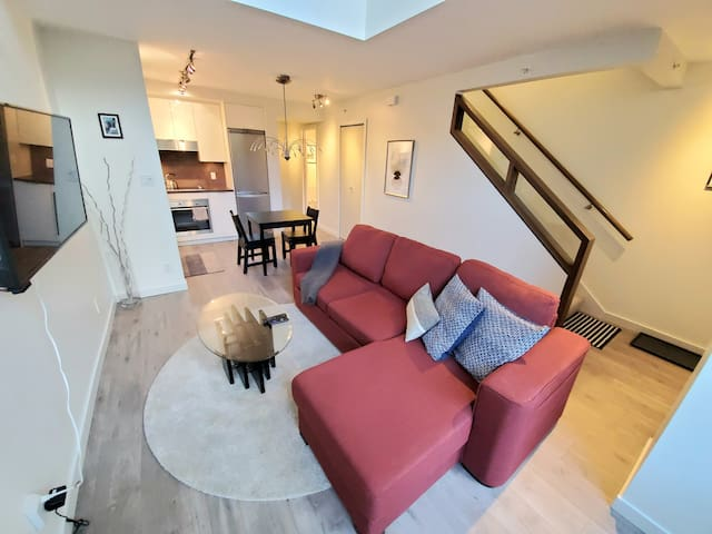 Chic & Spacious Townhouse Condo in the City Centre