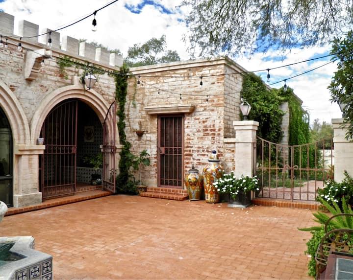 Catalina Foothills Azul Courtyard Guest Suite
