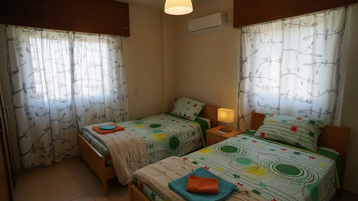 Room near town centre (Twin beds)