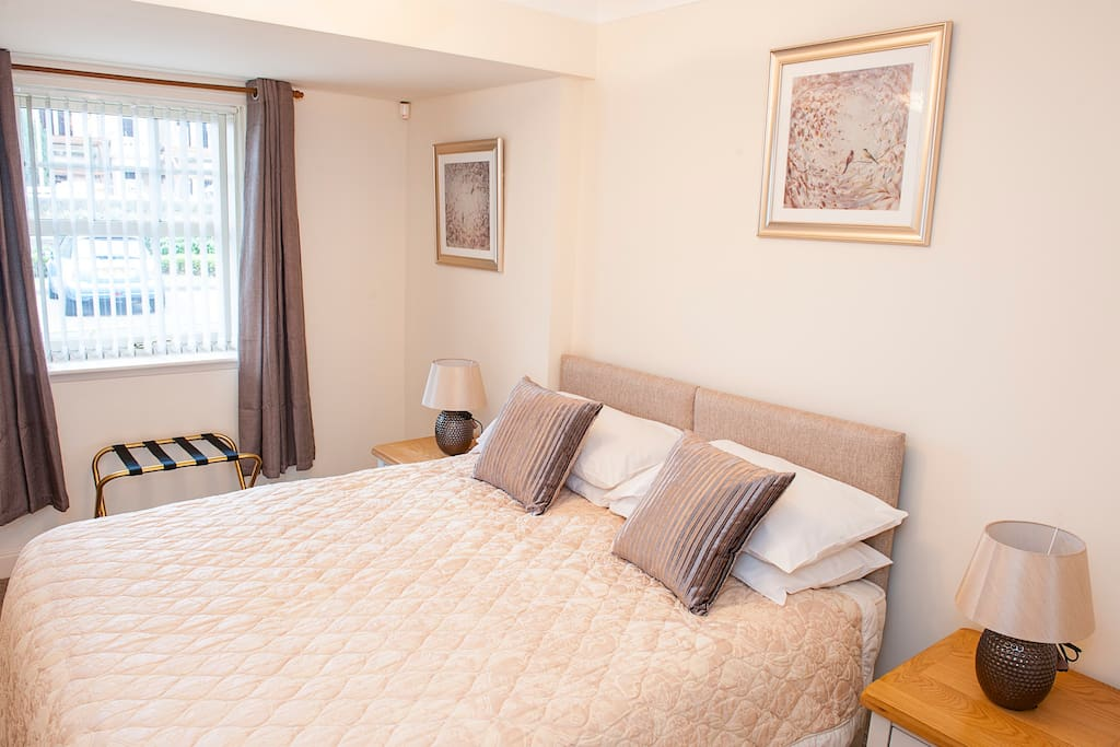 Bedroom 2 offers either 1 x king bed or 2 x single beds