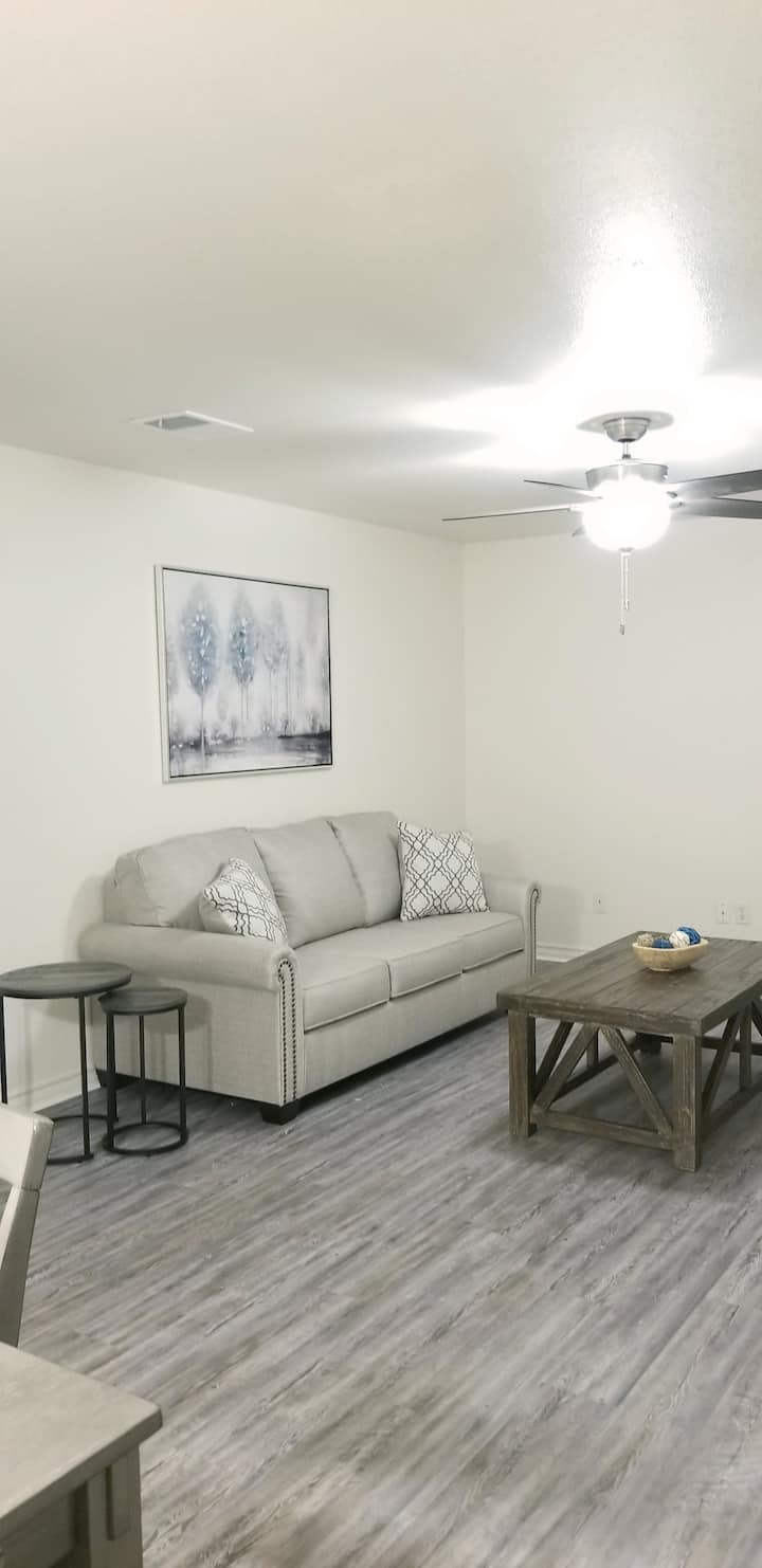 Comfortable and cozy 2 bed/ 1 bath apartment #503