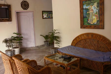 krishna haveli AC rooms near tajmah - Apartment