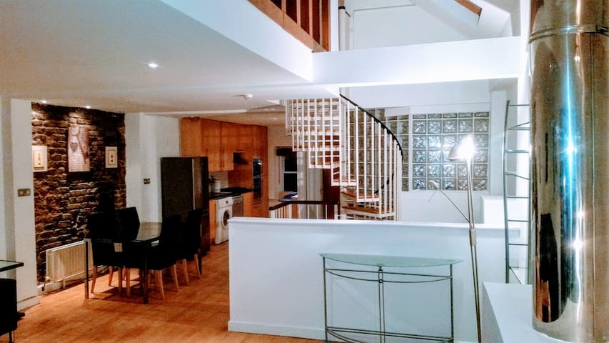 Large Loft apartment close to Grafton Street
