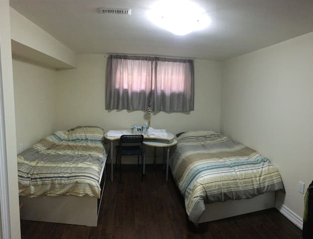 New Clean Big Rooms near Toronto Airport (Room#2)