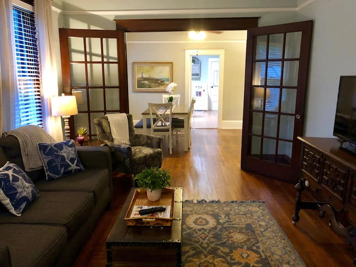 UPTOWN location~Historic district steps away!!
