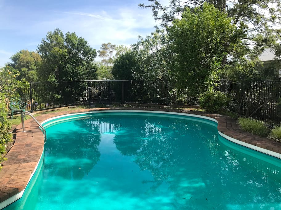 Guest entry to pool from the deck.