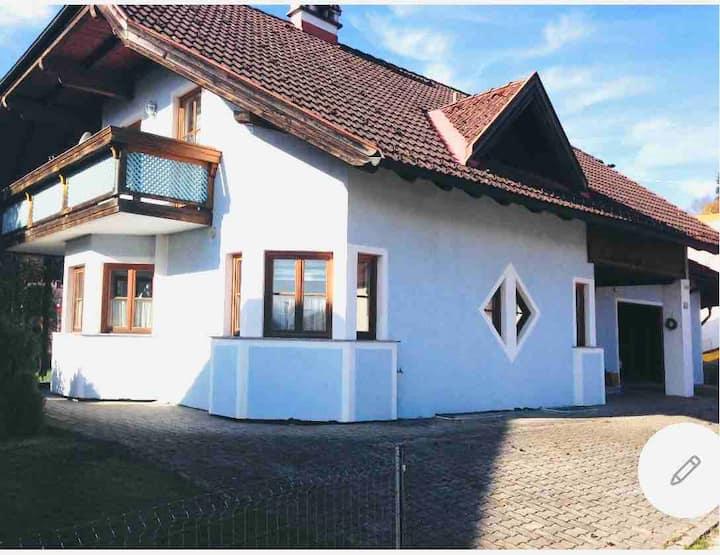 Schönes Einfamilienhaus am Attersee