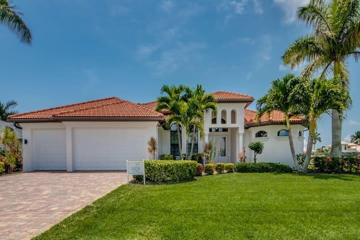 LAST MINUTE! Villa Destiny modern, heated pool/spa