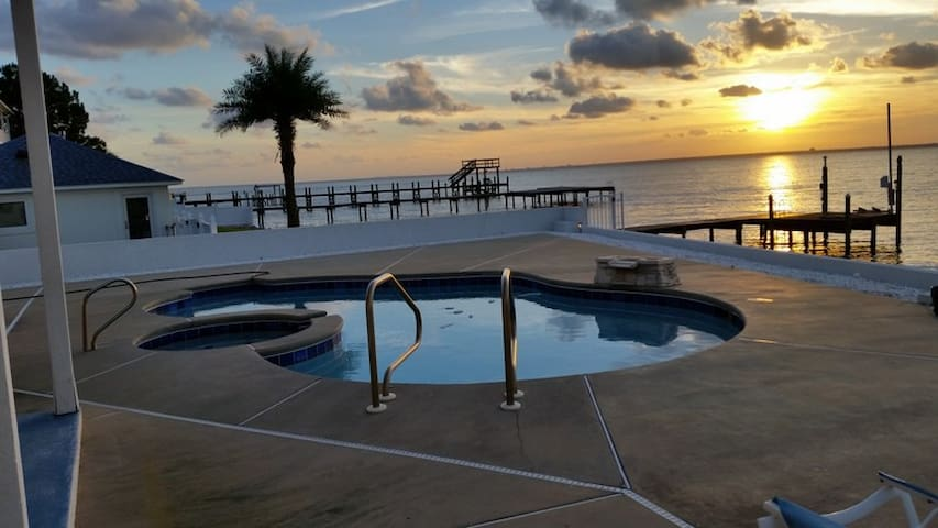 Sunset Paradise on the Bay! Dock your boat! - Gulf Breeze - Dům