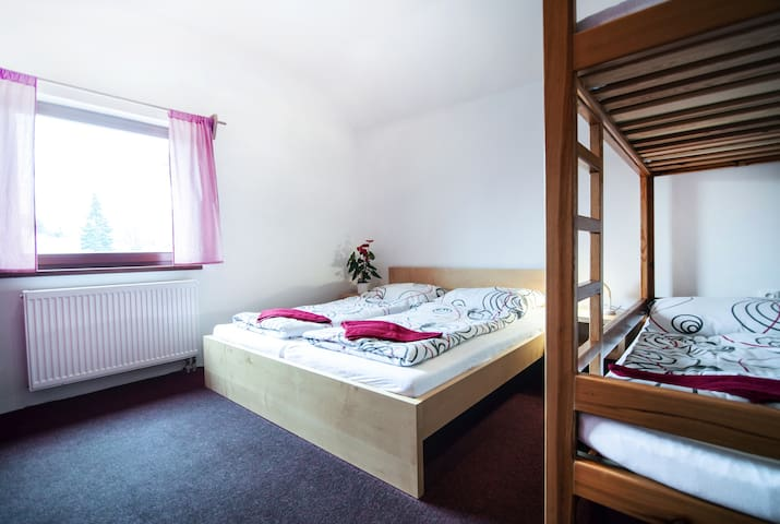 Malý dům - ložnice v přízemí