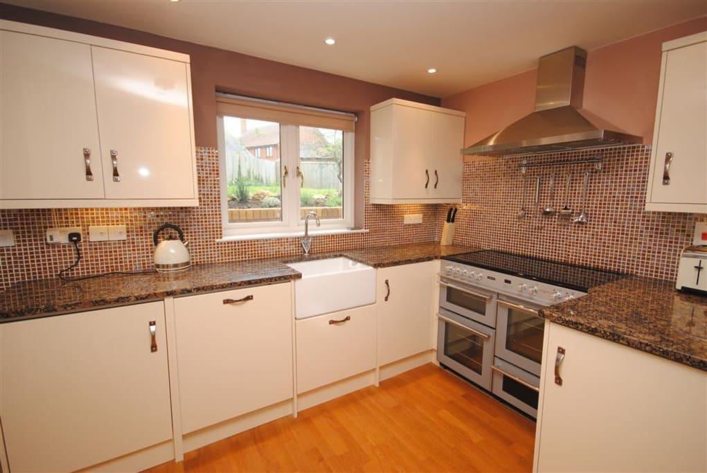 kitchen with range cooker,belfast sink, dishwasher and washing machine