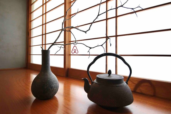 Private Ryokan house * 10 mins to Hakata Sta by JR