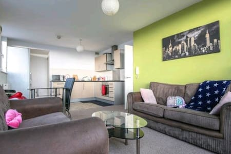 Cosy Double-Bedroom in Liverpool City Center