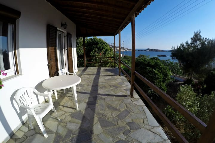 House with garden and sea view, 100m from the sea - Finikas