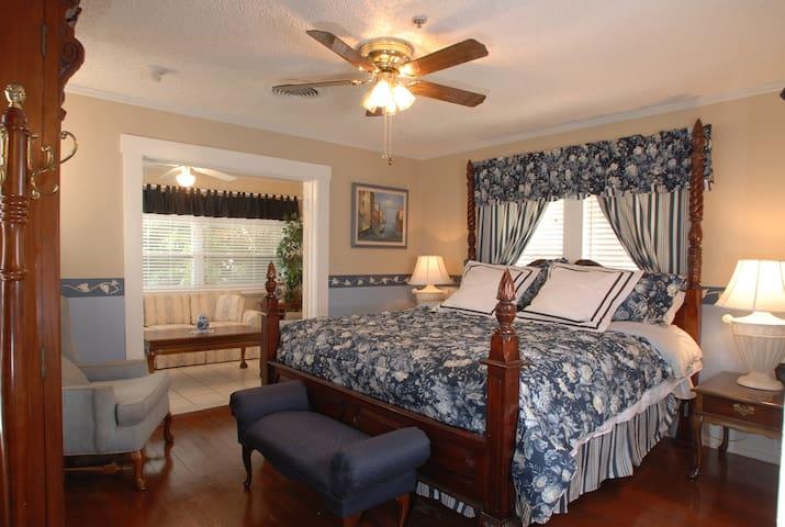 Vinoy House Room